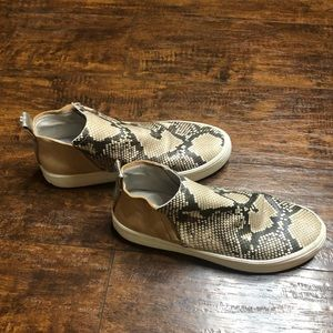 Dolce Vita Snakeskin leather Sneakers sz 9 EUC